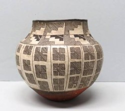 Pot, Acoma Pueblo, 1880-1910 Diagonal, stepped lines likely represent water falling from the sky.