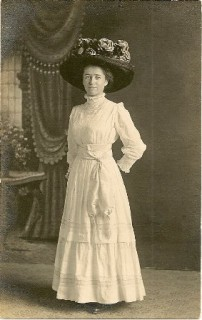 "Linda Straw and her extraordinary ""Merry Widow"" hat, c. 1910"