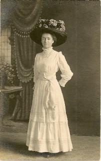 "Linda Straw and her extraordinary ""Merry Widow"" hat, c. 1910"