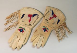 Gauntlets, 1930, Northern Plains (specific group unknown).